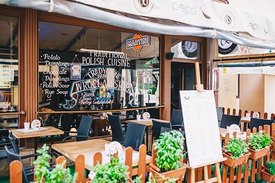Restauracja z zewnątrz we wrocławskim r